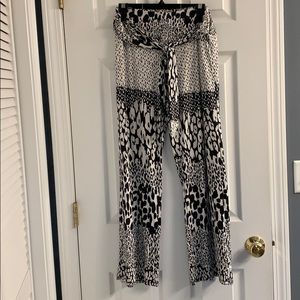 🔥Wide leg, tie front black & cream print pants🔥